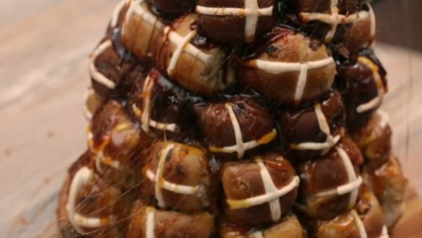 How to make a hot cross bun croquembouche