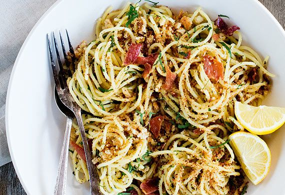Spaghetti with parmesan and onion breadcrumbs and prosciutto