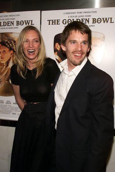 Uma Thurman com o marido Ethan Hawke na estreia em Nova York do novo filme de Merchant Ivory, 'The Golden Bowl', no Paris Theatre, em Nova York.  24/04/2001.