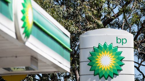 The ACCC petrol report says buying petrol from independent retails could save you hundreds.