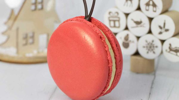 Christmas Macarons.Kirsten Tibballs Christmas Macaron Baubles 9kitchen