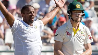 Aussies in trouble as South Africa seizes control in third test