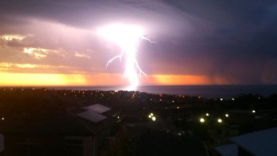 Lightning in Hallett Cove, on Adelaide's south coast. (Holly Spencer)