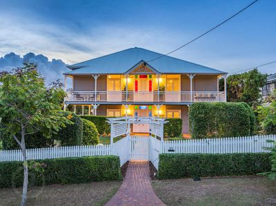 """<strong><a href=""""http://www.realestate.com.au/property-house-qld-bulimba-125011474"""" target=""""_blank"""" draggable=""""false"""">24 Duke Street, Bulimba, QLD</a></strong>(auction)"""