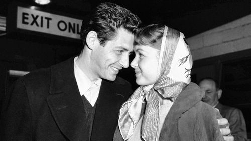 Reynolds with first husband, Eddie Fisher. (AAP)