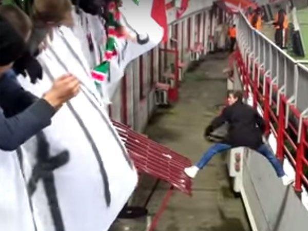 Daring pitch invader produces great escape