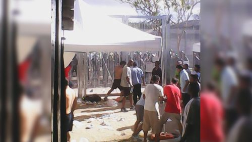 Reports asylum seekers have 'sewn lips together' while on hunger strike at Manus Island