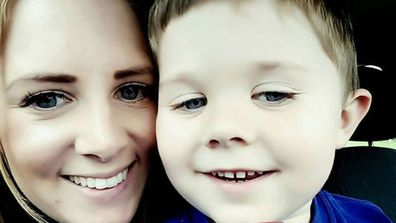 mum of autistic boy receives note from neighbour about screechy