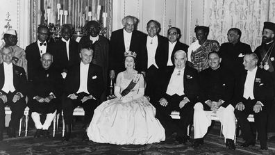 Queen with Commonwealth ministers in 1962.