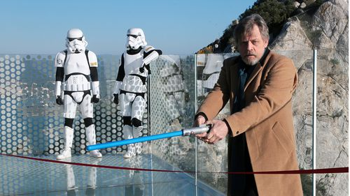 Mark Hamill pretended to cut ribbon at Gibraltar Skywalk with his Luke Skywalker lightsaber (AAP)