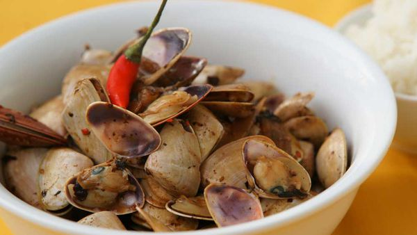 Pipis with black bean sauce. Image and recipe: Sydney Seafood School