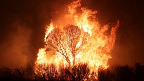 A bushfire burning south of Canberra threatening communities in Bumbalong.