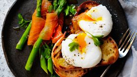 Poached egg with asparagus dippers