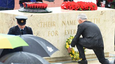 "Prime Minister Malcolm Turnbull lays a wreath at the Stone of Remembrance. (AAP)<span class=""Apple-tab-span"" style=""white-space: pre;"">	</span>"