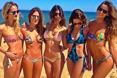 @iza_goulart: With the girls waiting for 2015 to come!!! Fun!! Com as garotas esperando 2015 chegar!! Diversão!! @nathalierumpf @sabrimuller @juliarestoinroitfeld @anapaulajunqueirabr #vacation #girls #goodtime #summer #ferias #countdown #2015