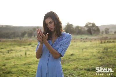 Phoebe Tonkin as Young Gwen