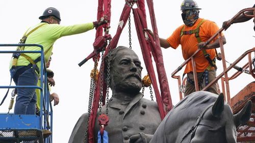 Crews worked to remove one of the country's largest remaining monuments to the Confederacy.