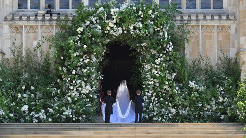 The veil featured the flora of each Commonwealth country.