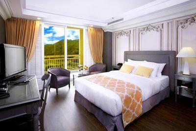 <strong>The Kensington Flora Hotel</strong>