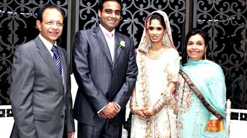 Dr Khalid Qidwai (left) and Mrs Shahnaz Qidwai (right) at a wedding. (AAP)