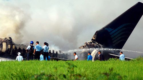 Indonesian officers look at the wreckage of a Boeing 737-400 jet of Garuda Indonesia airlines in Adisucipto airport, Yogyakarta on March 2007. A jet from Indonesia's state carrier Garuda crashed and burned on landing at Yogyakarta, with 140 passengers and crews on board, at least 20 people were killed.