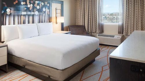 DoubleTree by Hilton has a three-star hotel in the Denver neighbourhood of Stapleton North.