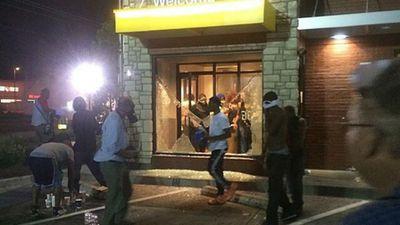 Looters smash a McDonald's window in Ferguson. (Source: Twitter, @thetechCEO)