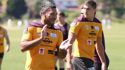 <p>Broncos captain Justin Hodges seemed happy at the team's final training run. (Twitter / @BrisbaneBroncos)</p>