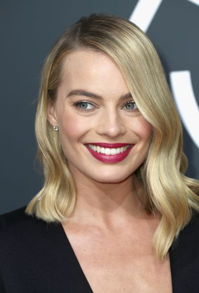 <p>In a sea of black, it was  the hair and make-up that really took pride of place on today's Golden Globes red carpet.</p> <p>And the stars didn't disappoint. Pops of colour and 'I woke up like this hair' hair ruled the red carpet, check out the best looks  - and how you can copy them!</p> <p> </p>