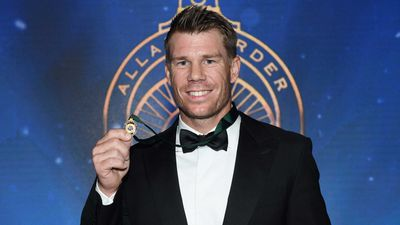 <strong>Warner a back-to-back champion</strong>