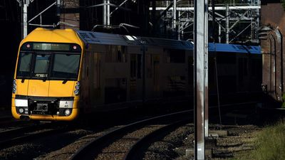 Rail union and government 'miles away' on deal to avert train strike