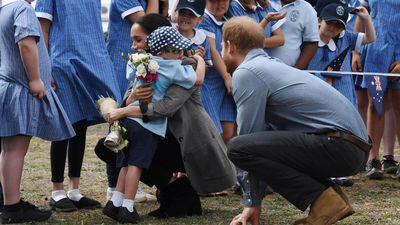 Royal couple greeted by Dubbo students