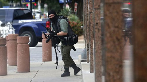 Photographer covering court case comes face-to-face with gunman