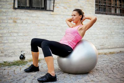 <strong>Gym ball sit-up</strong>