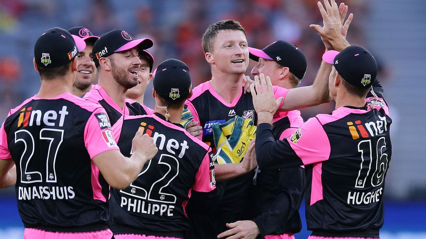 Big Bash League: 'Irresponsible batting' costs Perth Scorchers win against Sydney Sixers