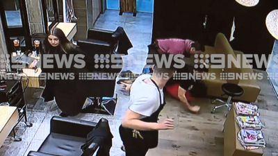 Undercover cops forcibly arrest fugitive hiding in salon