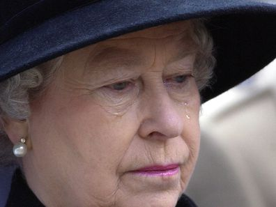 In A Week Of High Drama For Queen Elizabeth Ll At The Time Of The Court Case Of Ex-butler Paul Burrell She Gives Way To Tears At The Service Of Remembrance In Westminster At St Margarets Church, photo.