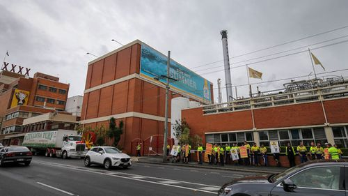 The workers would have been seen by thousands travelling the busy Milton Road. (AAP)