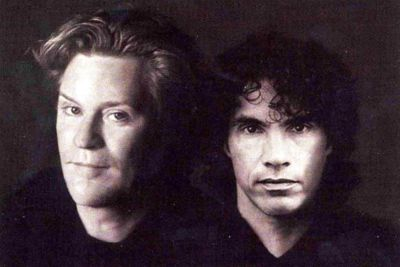 Daryl Hall and John Oats were having dinner in a Melbourne restaurant when a guy in a ski mask burst in brandishing a sawed-off shotgun. One hostage took out her purse, and as the robber bent down to look inside it, the chef punched him in the face. John then pounced, knocking the robber through the glass door just as the local police came up the stairs. John held his foot on his wrist while the cops seized the weapon and arrested him. Turns out, he was a wanted criminal, the Rusty Gun Bandit.
