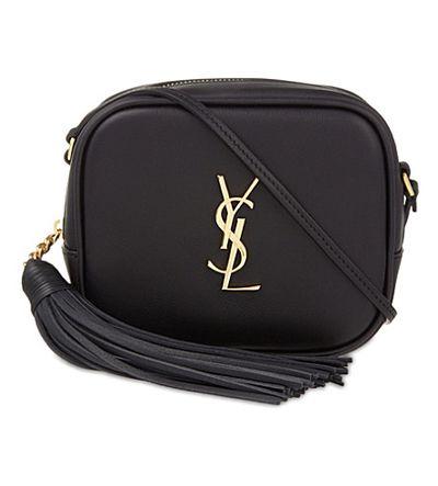 "<p><a href=""https://www.ysl.com/au/shop-product/women/handbags-camera-bag-monogram-blogger-bag-in-black-leather_cod45296492fc.html?tp=62442&amp;yuri=seo&amp;targetid=pla-96776498208&amp;location=9071791&amp;gclid=EAIaIQobChMIyqDG5d2K2AIVizUrCh1kBAThEAQYAiABEgKzn_D_BwE"" target=""_blank"" draggable=""false"">YSL Monogram Blogger Bag in Black Leather, $1,315.00</a></p>"
