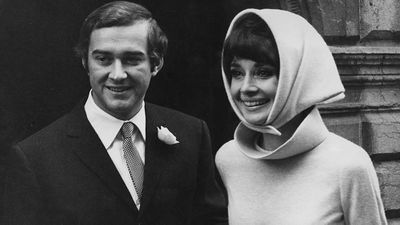 In her unwavering commitment to style, Audrey Hepburn ditched the traditional veil for a head scarf for her wedding to Andrea Dotti in 1969.