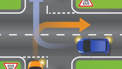 Both cars want to turn right. Who gives way in this traffic situation?