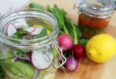 "<a href=""http://kitchen.nine.com.au/2016/05/20/11/07/hayden-quinns-salad-in-a-jar"" target=""_top"">Hayden Quinn's salad in a jar</a>"