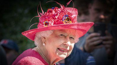 Queen Elizabeth arrives in Scotland summer break
