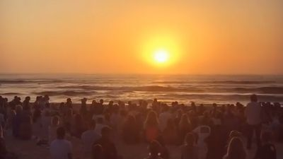 Model Annalise Braakensiek farewelled by hundreds of mourners at touching Bondi Beach memorial service