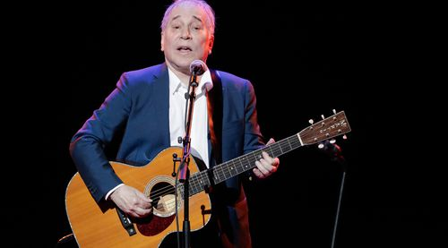 Paul Simon has announced he  is retiring from touring. (AAP)