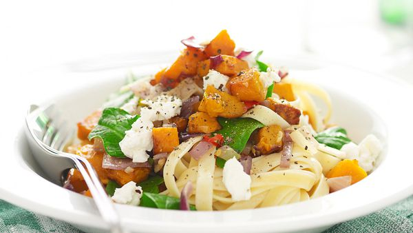 Pasta with pumpkin, spinach and goat's cheese