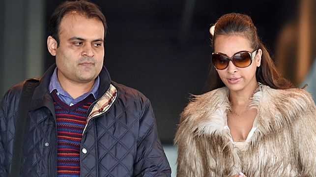Pankaj and Radhika (right) Oswal leave the William Cooper Justice Centre in Melbourne. (AAP)
