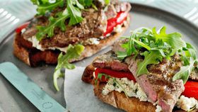 Steak sandwich with capsicum and ricotta