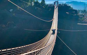 Glass Skybridge in US cracked by tourist doing 'baseball slide'